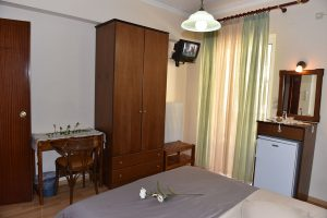 Family-Room-40Platania-img2-300x200
