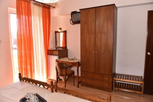 Family-Room-40Platania-img7-300x200